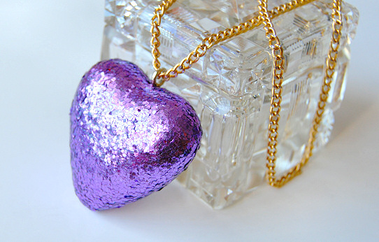 glitter heart necklace diy