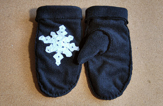 fleece mittens gloves diy tutorial free printable pattern design hand sew easy