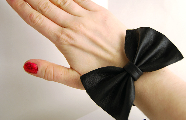 how to make a bow leather bracelet easy diy tutorial blog fashion