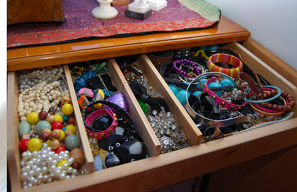drawer with jeawelry