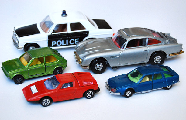 vintage toy cars corgi made in great britain england aston martin db 5 james bond mercedes ciii citroen cx guisval spain juniors vw polo