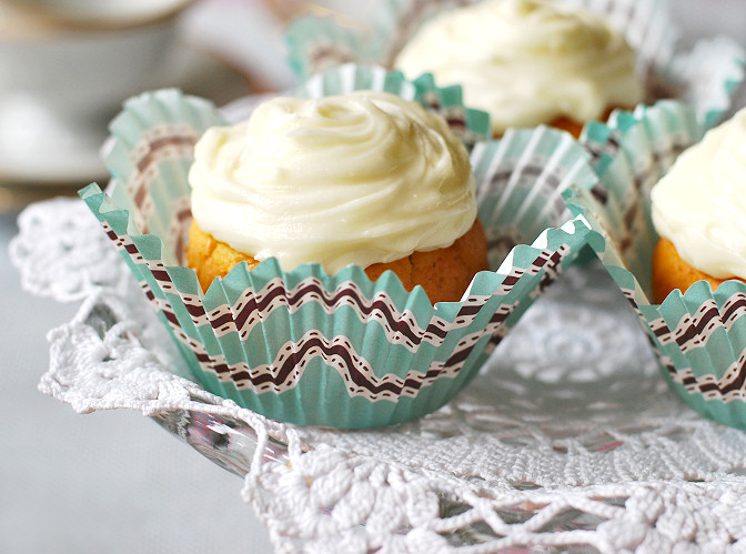 vintage doily on cupcake stand