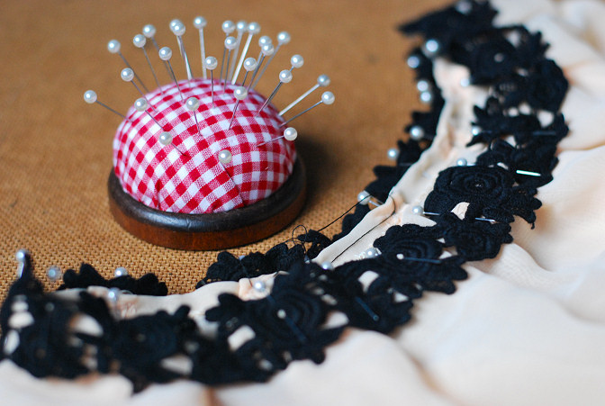 blck lace pin cushion
