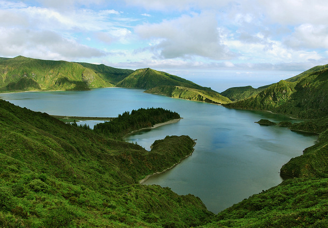fire lake lagoa do fogo