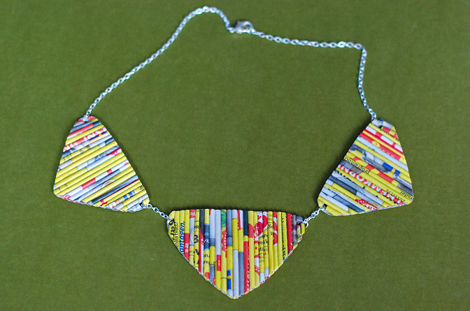 paper rolls necklace