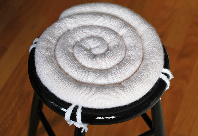 diy knitted seat cushion