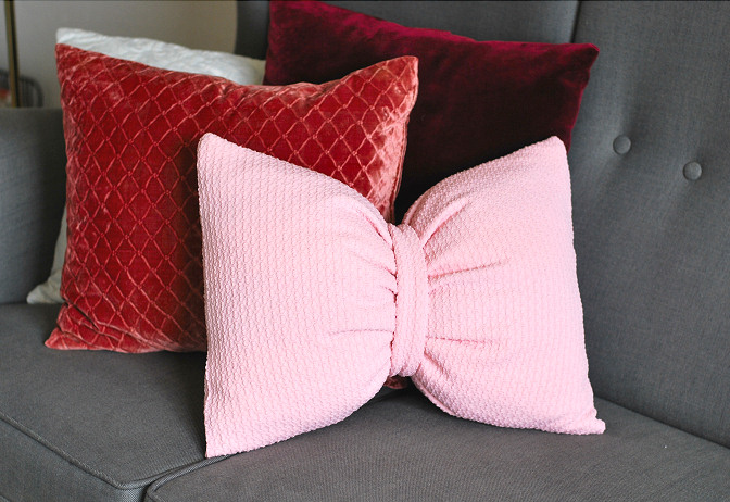 bow shaped pillow diy